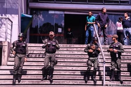 Venesuelada hərbçilər supermarketlərin qorunmasına cəlb edilib