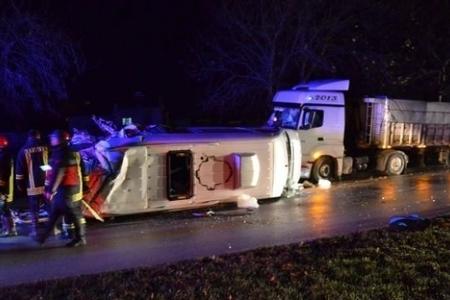 Mikroavtobusla TIR toqquşub, 4 nəfər ölüb, 16 nəfər yaralanıb - YENİLƏNİB