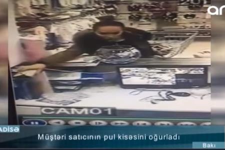 Bakıda mağazadan pul oğurluğu anbaan kameraya düşdü - VİDEO