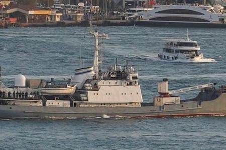 Rus kəşfiyyat gəmisi İstanbul boğazına girdi