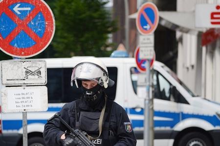 Almaniyada ifrat sağların rok-konserti zamanı 8 polis yaralanıb