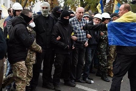 Kiyevdə aksiyaçılarla polis arasında toqquşma olub