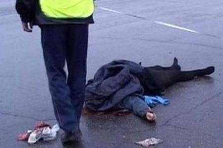 BAKIDA FACİƏ: 2 nəfər maşının altında qalıb öldü