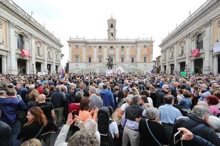 Romada yüzminlərlə insan hökümətin siyasətinə qarşı aksiyada iştirak edib