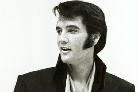 Tramp Elvis Preslini ölümündən sonra medalla təltif edib