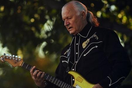 Əfsanəvi gitaraçı vəfat etdi