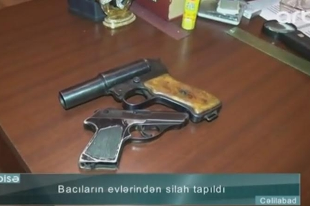 Cəlilabadda iki bacının evindən silah tapıldı - VİDEO