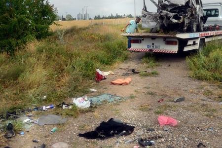 Türkiyədə avtomobil qəzasında bir ailənin beş üzvü ölüb