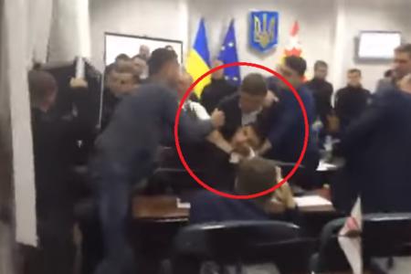 Ukraynada deputatlar arasında kütləvi dava - VİDEO