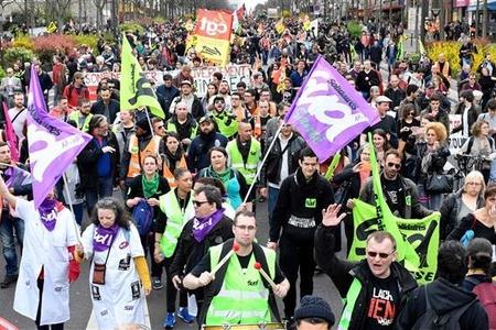Fransada ümummilli etiraz günündə 125 min nəfər iştirak edib