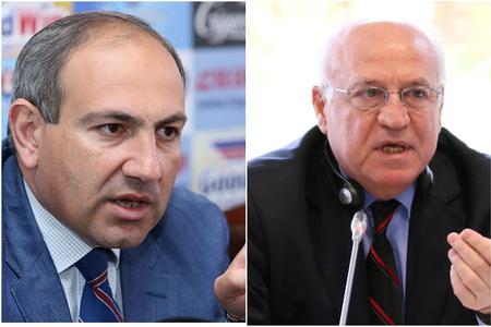 Ermənistan parlamentinin binasında deputatlar arasında dava düşüb