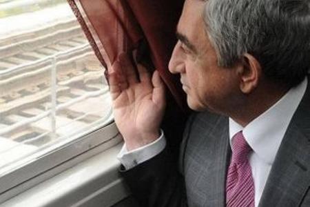 Serj Sarkisyan kəndə köçür