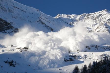 Nepalda qar uçqunu 8 alpinistin ölümünə səbəb olub