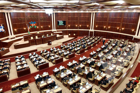 """Parlament """"Hərbi vəziyyət haqqında"""" qanuna ciddi dəyişiklik etdi"""