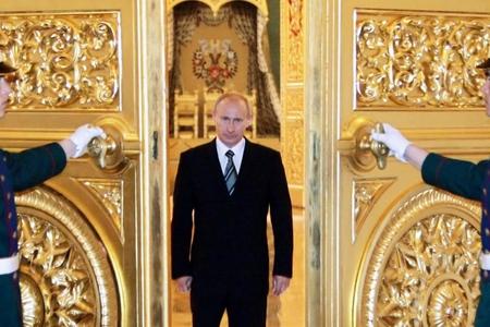 Putinin seçki tərəddüdü - Kreml başçısı namizədliyini elan etməkdən niyə çəkinir?