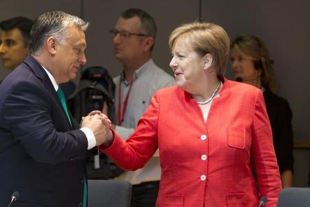 Merkel bəzi Avropa İttifaqı ölkələri ilə qaçqınlarla bağlı razılıq əldə edib