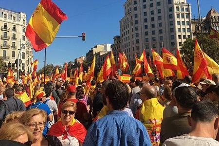 Barselonada Kataloniyanın müstəqilliyinin əleyhdarları aksiya keçirir