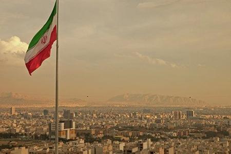 İran yeni ballistik raket nümayiş etdirib