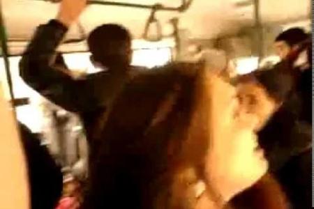 Bakıda marşrut avtobusunda 26 yaşlı qızı döydülər
