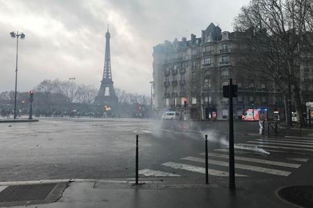 Fransada etirazçılar Makronun istefasını tələb etməyə başlayıblar