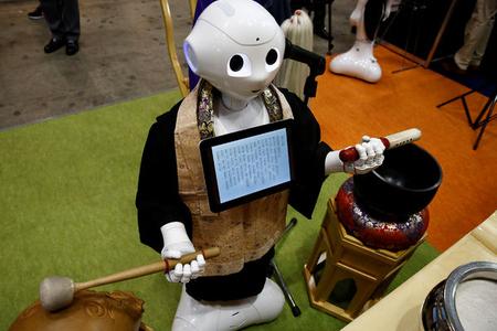 Yas mərasimini idarə edən robotlar yaradıldı - Foto