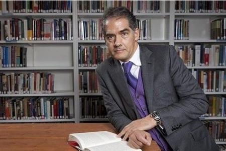 Yazıçı Filip Kerr vəfat edib