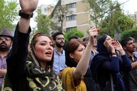 İranda gecə etirazları - Tehran, Əhvaz və Banədə xalq yenidən ayağa qalxdı -foto, video