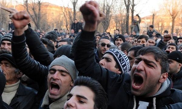 İnqilab Ermənistanı çökdürür
