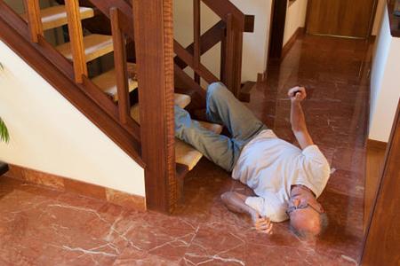 Şəkidə 66 yaşlı kişi pilləkəndən yıxılaraq ölüb