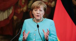 Angela Merkelin rəsmi qarşılanma mərasimi olub