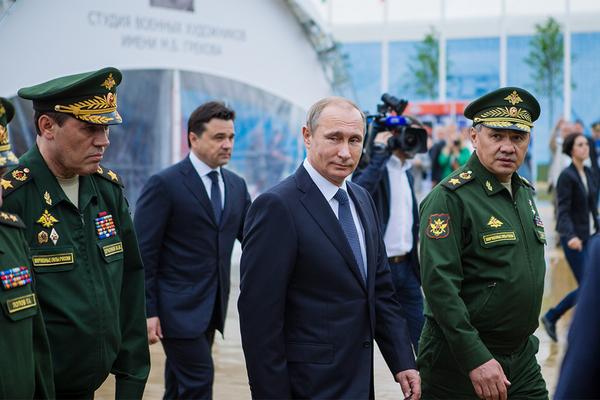 Putin Rusiya Silahlı Qüvvələrində şəxsi heyətin sayını artırıb