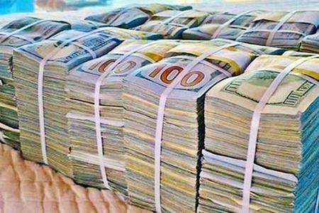 Neft Fondu vəsaitlərinin yarısı dollarda saxlanır