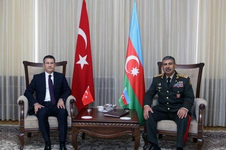 Azərbaycanla Türkiyə arasında hərbi əməkdaşlıq məsələləri müzakirə edildi (Fotolar)