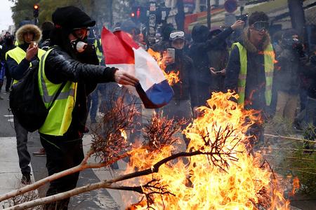 Fransa etirazlarında Rusiya izi araşdırılır