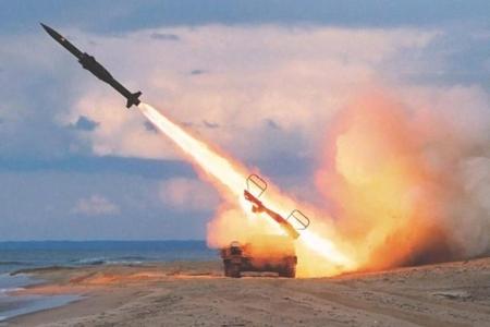 Ərəbistana ballistik raketlər atıldı