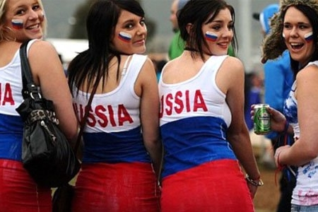 """Putinin sözçüsündən açıqlama: """"Rus qadınlar əcnəbi turistlərlə yata bilər"""""""