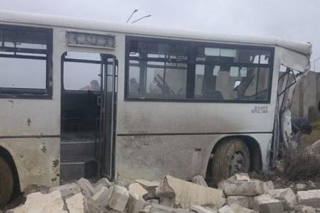 Bakıda ağır qəza: Avtobus şirkətin hasarına çırpıldı