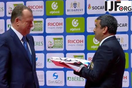 Cüdo üzrə dünya çempionatının rəmzi bayrağı Azərbaycana təqdim olunub