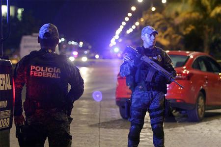 Meksikada silahlı insident zamanı 3 polis öldürülüb