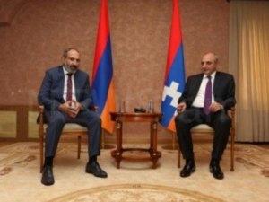 Paşinyan Yerevanda Saakyanla görüşdü