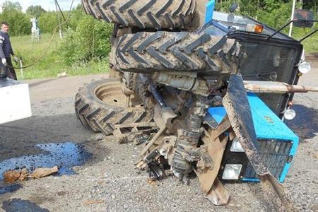 Samuxda traktor aşıb, ağır yaralılar var