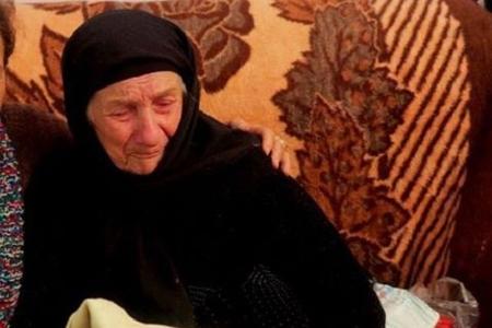 104 yaşlı çeçen qarını Kərbəla adına Gədəbəyə göndərdilər, küçədə tapıldı