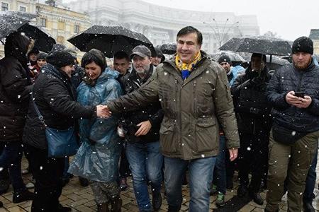 Saakaşvili tərəfdarlarına prezidenti işə buraxmamağı təklif edib