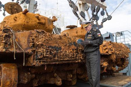 II Dünya müharibəsinin tankları dənizdən çıxarıldı