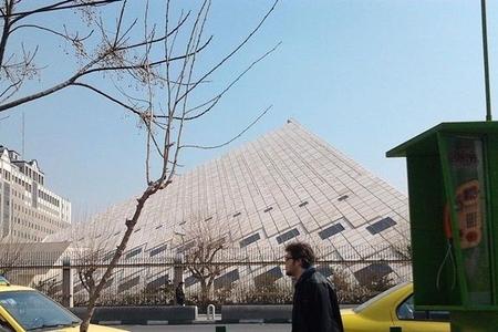 İran metrosunda din xadiminə hücum edilib, 1 nəfər ölüb, azı 15 nəfər yaralanıb - Video