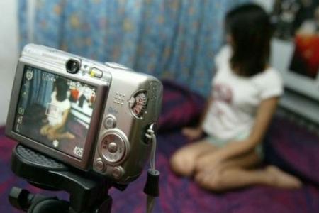 Bakıda iki uşaq anasını intim fotoları ilə şantaj etdi