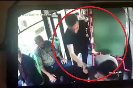 Bakıda sərnişin avtobus sürücüsünü təpiklədi