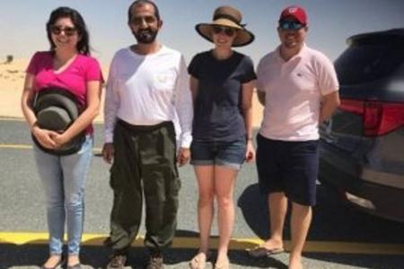 Baş nazir səhrada quma batmış turistləri xilas etdi