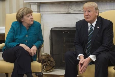 Merkel və Tramp telefon danışığı aparıb