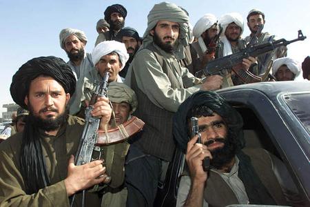 Taliban su anbarına hücum etdi: 10 polis öldürüldü